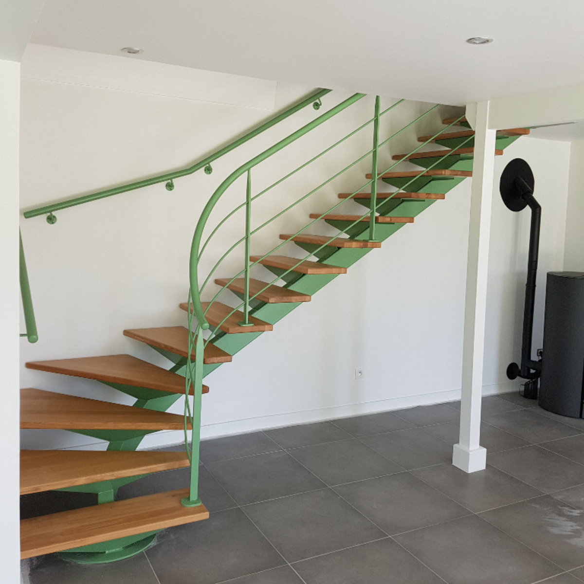 Installez une rampe d'escalier en Normandie pour apporter sécurité, propreté et style