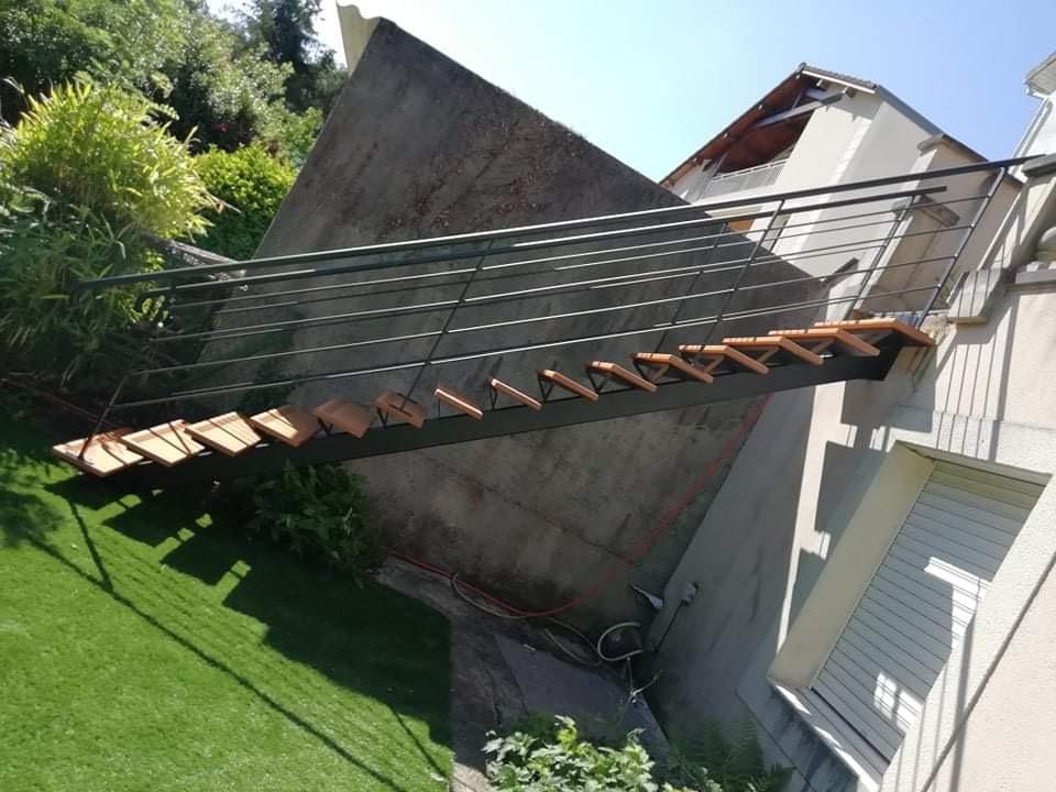 Pourquoi opter pour un escalier extérieur sur-mesure pour votre maison ancienne ?