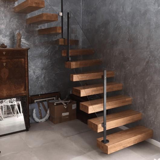 Possédez-vous chez vous un escalier suspendu sur mesure ?